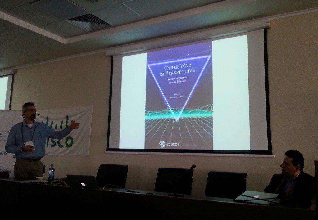 Кеннет Гир представляет книгу Центра при НАТО